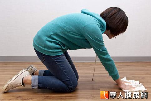 家庭主婦等因過度磨損,容易造成膝關節退化,不得不慎。(攝影/黃志文)