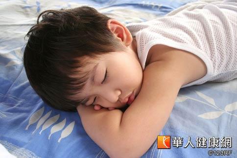 台大醫院睡眠中心統計發現,近幾年兒童睡眠障礙的比例成長快速,長期下來恐會造成發育遲緩。