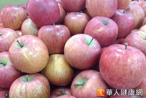 夏天依舊食慾高漲、越吃越多嗎?蘋果含有豐富果膠與可溶性纖維,是幫助增加飽足感、降低食慾的營養水果。(攝影/黃志文)