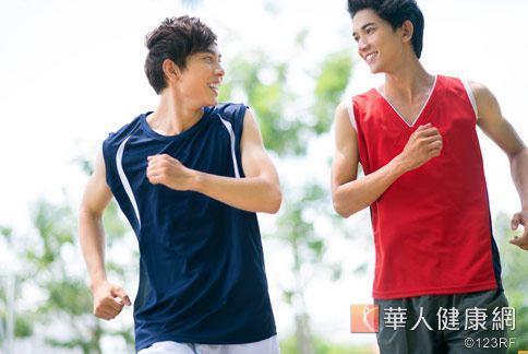 慢跑這幾年已是全民運動,但有醫師擔心慢跑熱潮將會泡沬化。