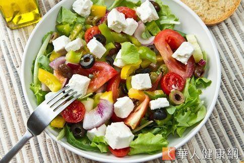 選高纖蔬菜水果,有助於排淨體內毒素,清淨腸胃。