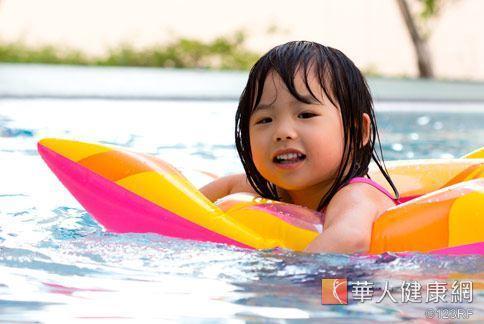 游泳是對氣喘兒相當好的運動之一。