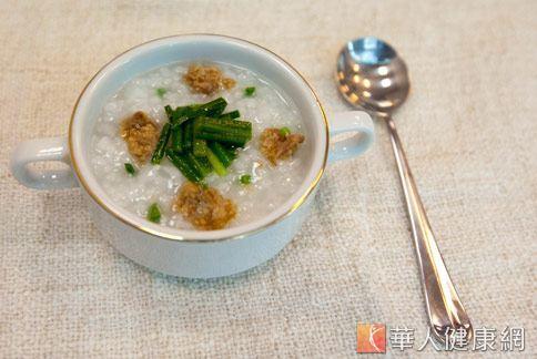 中醫師建議,家長在日常飲食上,可多搭配些健脾養胃的熱粥,幫助常胃消化吸收。(圖片/本站網路情境資料照片)