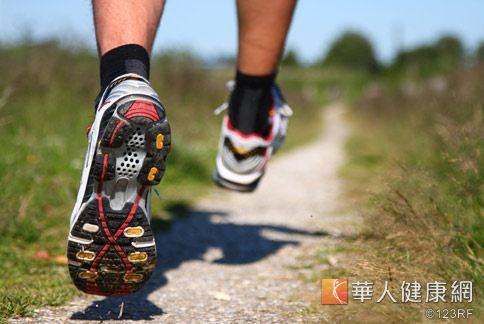 慢跑強度過激烈,當心高血壓破表引起腦中風。