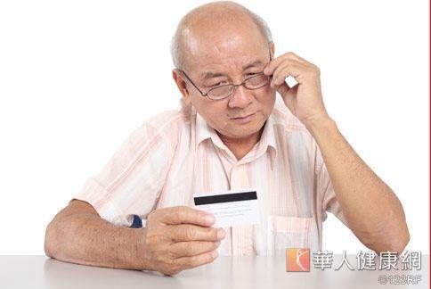 黃斑部病變好發老年族群,平日應多注意保健,定期視力檢查,預防眼睛失明風險。