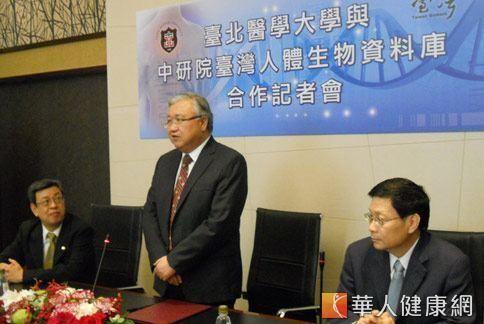 台北醫學大學校長閻雲(中站)強調將全力配合,進行疾病個案的資料與檢體蒐集。(攝影/張世傑)