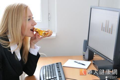 三餐之間總還是會嘴饞想吃點零食嗎?試試看在午餐吃點酪梨,不但不會增胖還能有飽足感。