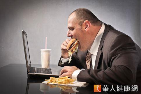 你三餐老是在外嗎?當心!長時間攝取調味重、油炸、辛辣等刺激食物,將會造成腸胃不適等症狀產生。