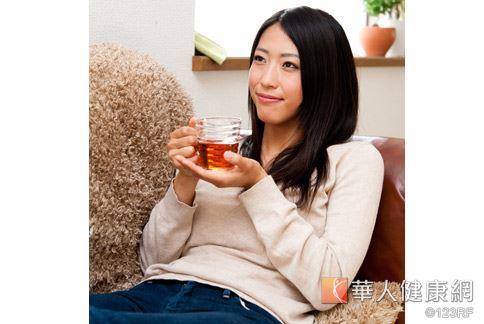 中醫治療青春痘推荐「黑珍珠芙蓉散」這一帖藥方。
