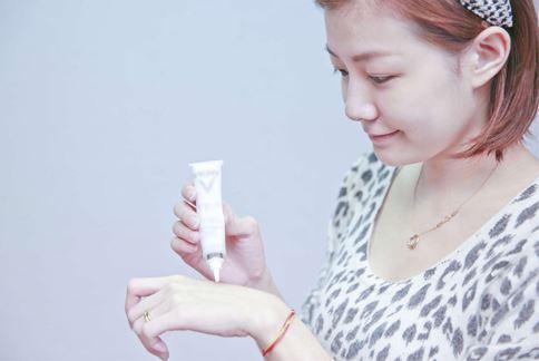 皮膚較為敏感的民眾在使用具有淨白產品之前,最好能先詢問專業醫師後,符合自己的膚質再使用。(本文諮詢Dr. VICHY專家團隊)