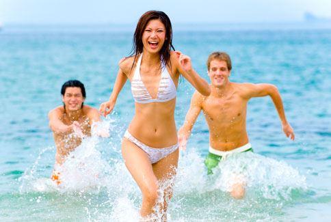 在戶外活動特別要注意防曬保護,避免曬傷,甚至使皮膚老化。