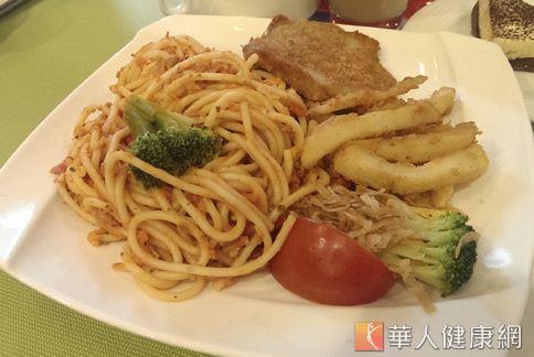 針對連鎖餐廳提供的兒童餐調查發現,高達9成為高脂餐。(攝影/羅詩樺)