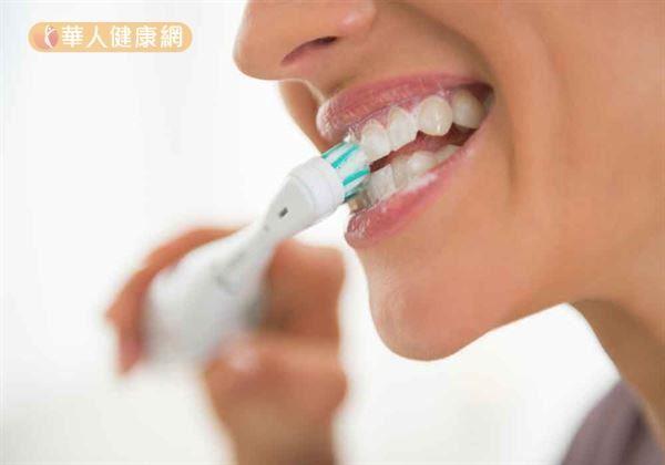 保護口腔健康,除了每半年看牙醫,養成正確刷牙習慣,也要注意日常牙齦護理。