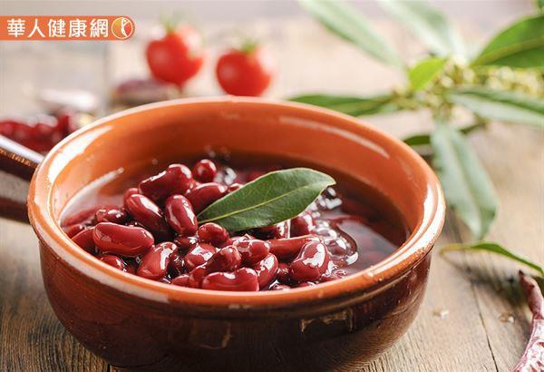 中醫有「五色入五臟」的養生概念,紅豆屬赤色,入心,能帶動血液循環。