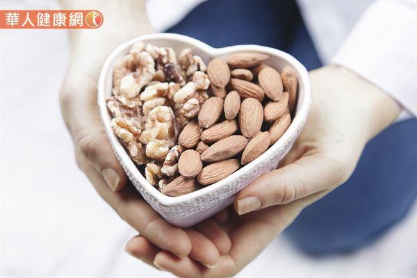 許多研究證實堅果具有保護心臟、降低罹癌風險,甚至減少2成早逝風險的好處。