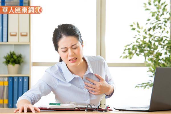 造成心悸和胸悶的原因很多,醫師常常需再參考其他症狀才能正確診斷。