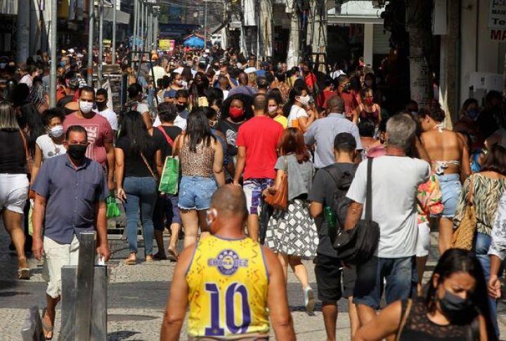 Prefeito desrespeita decisão judicial, abre comércio e leva multa de R$ 20 mil