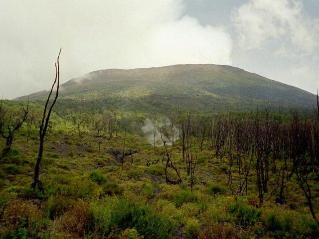 mount nyiragongo 640x480 Volcanoes to Climb in East Africa