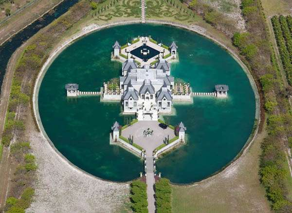 Moat Surrounded Mansions Moat Mansion Luxury Manor