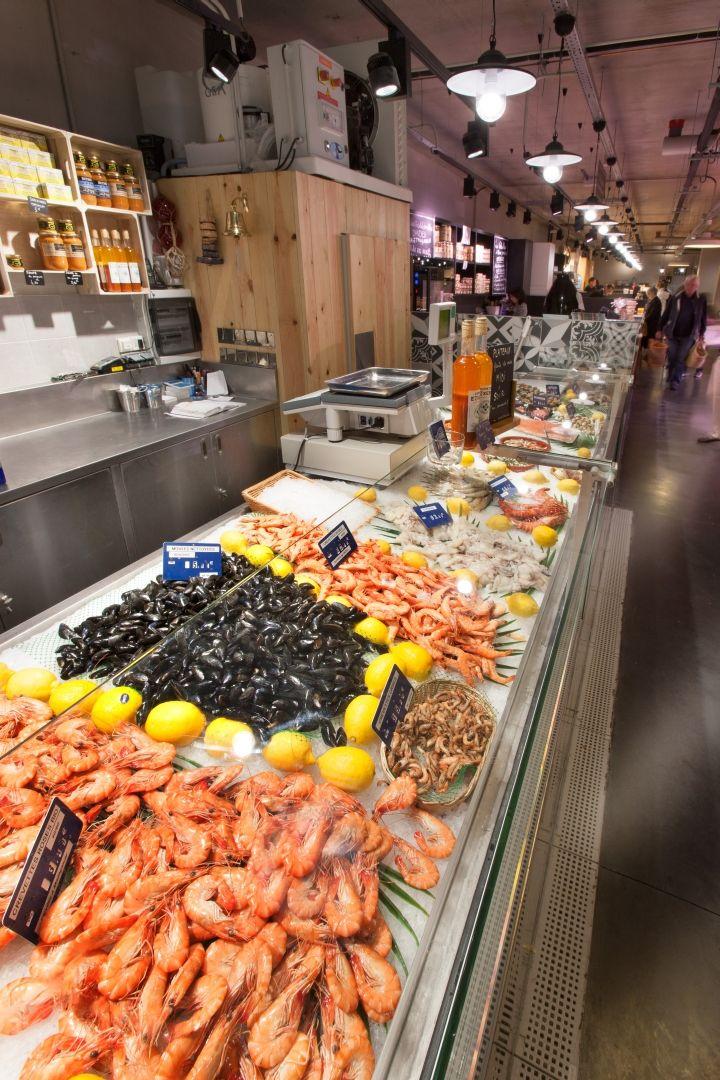 Fresh Seafood Merchandising Nakide