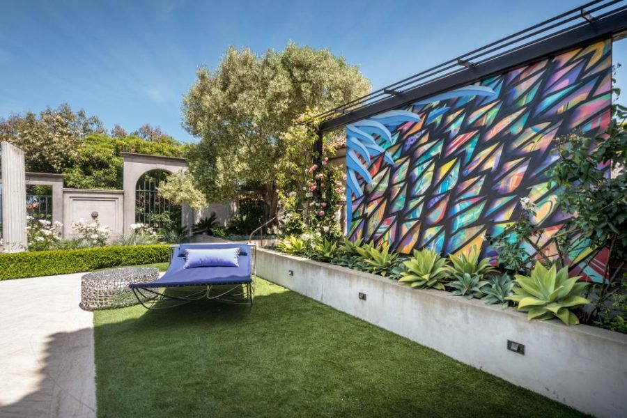 Modern Garden Designs for Great and Small Outdoors on Backyard Feature Walls  id=84515