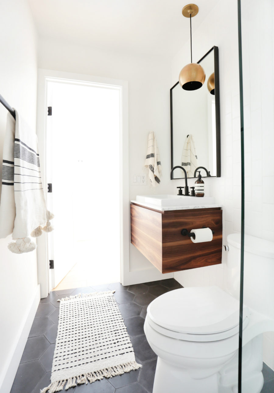 These Small Bathrooms Will Give You Remodeling Ideas on Modern Small Bathroom  id=95719