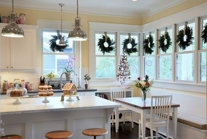 View In Gallery Bright And Simple Christmas Decorations For Kitchen