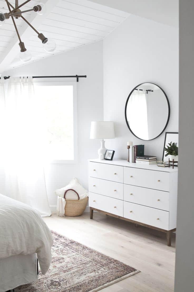 40 Simple and Chic Minimalist Bedrooms on Bedroom Minimalist Ideas  id=71062