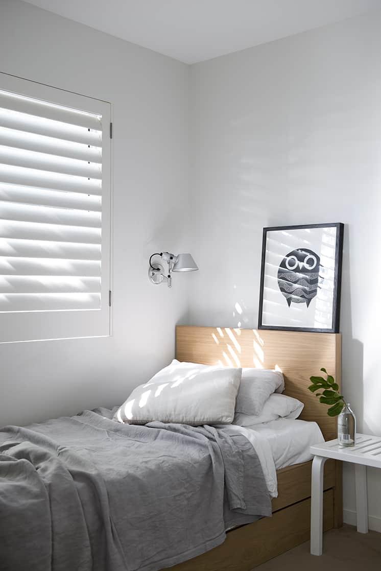 40 Simple and Chic Minimalist Bedrooms on Bedroom Minimalist Design Ideas  id=12141