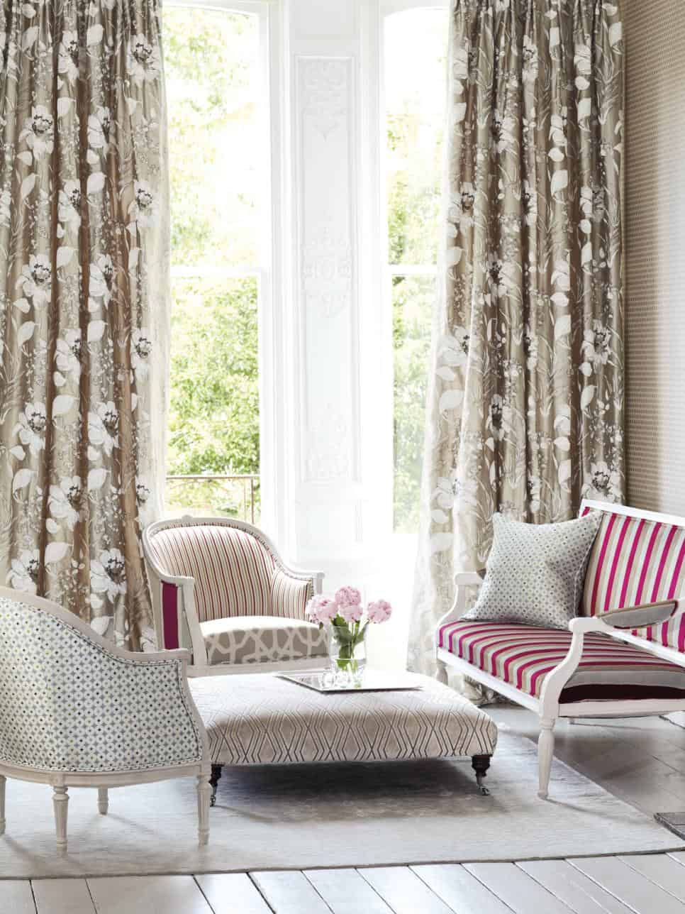 Trendy Ideas for Small Living Room Space on Draping Curtains Ideas  id=46329