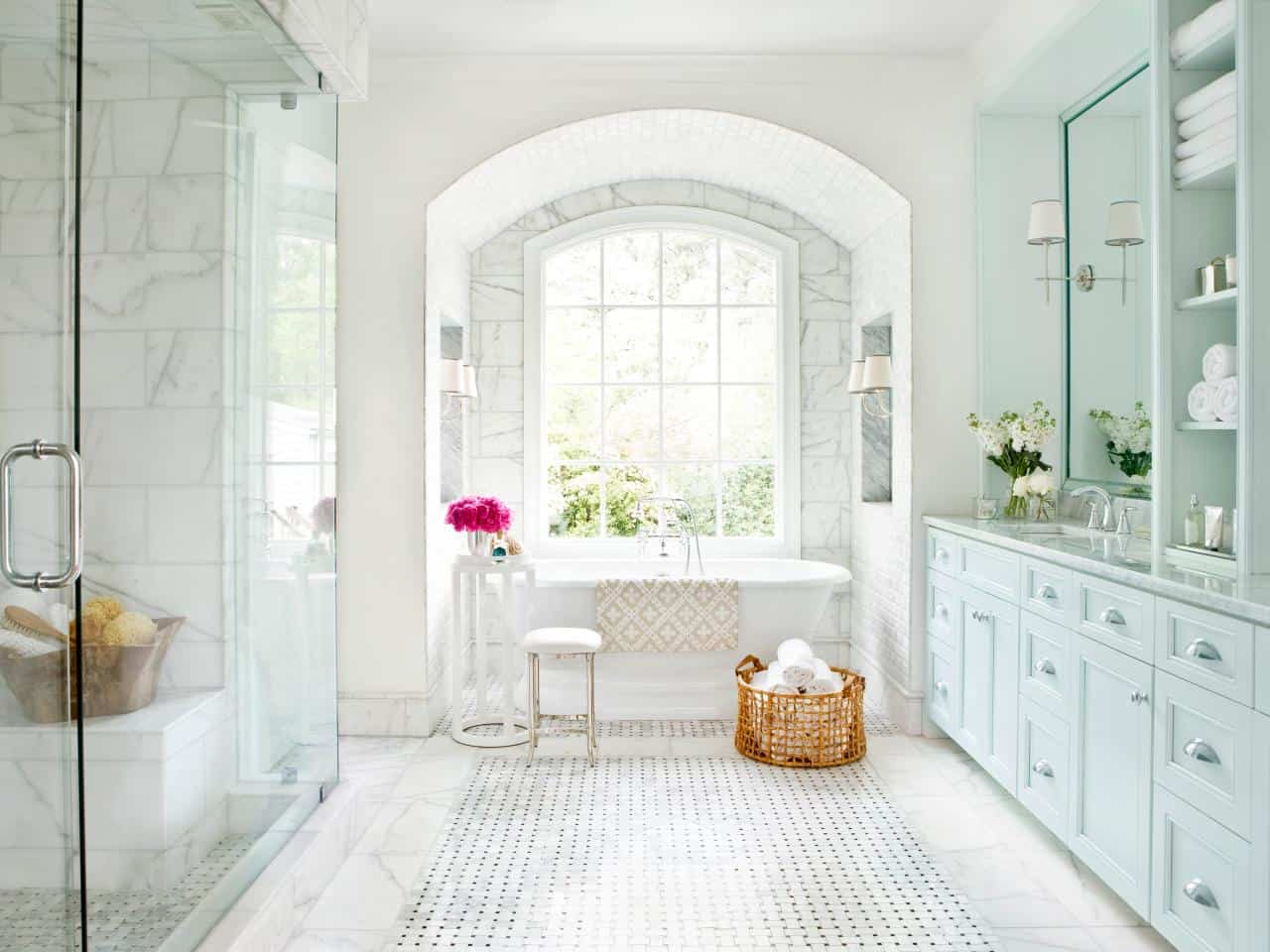 White Bathroom Designs That Will Inspire Your Next Renovations on Beautiful Bathroom Ideas  id=95003