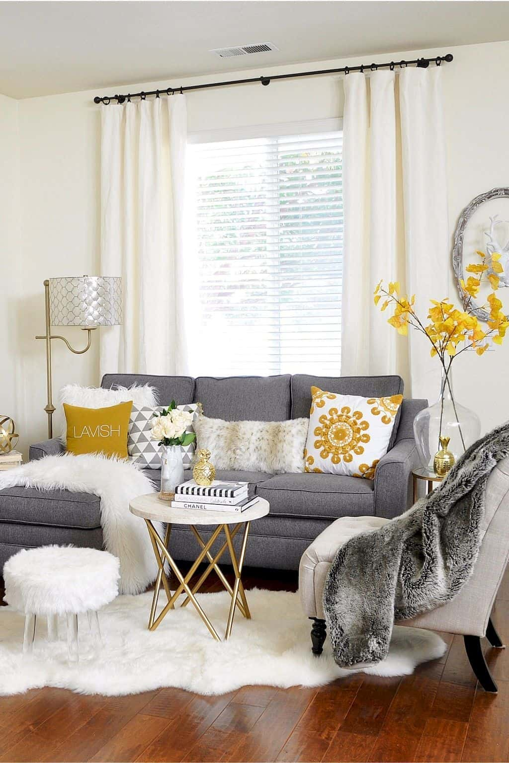 Secrets To Maximizing Your Small Living Area on Small Living Room  id=70243