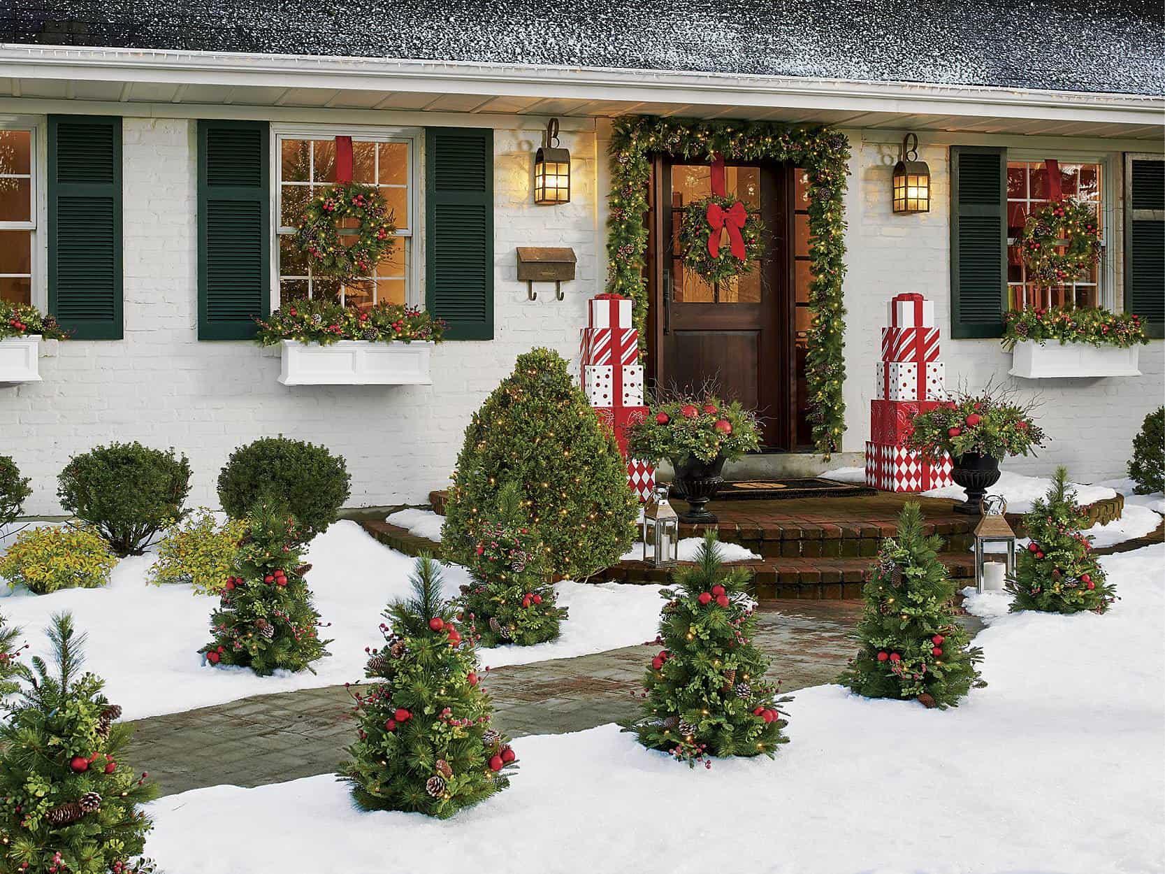 Delightful Outdoor Christmas Decorating Ideas