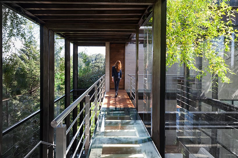 8 outdoor elevated glass walkway connects two sections house - THE MOST AMAZING GLASS HOUSE PICTURES THE MOST BEAUTIFUL HOUSES MADE OF GLASS IMAGES