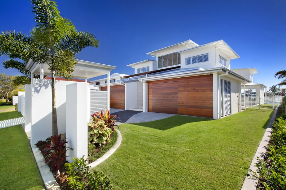 Airy beachfront home with contemporary & casual style on Modern Style Houses  id=51721