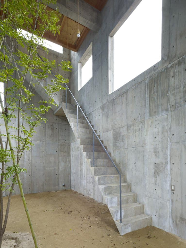 Industrial Chic Concrete House With Interior Courtyard