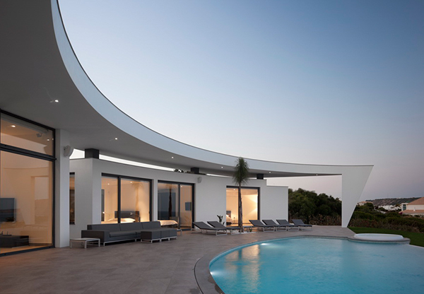 Curved Wall Architecture Framing Outstanding Views