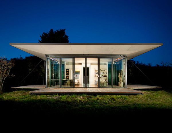 Moving Wall House Offers Privacy Amp Openness