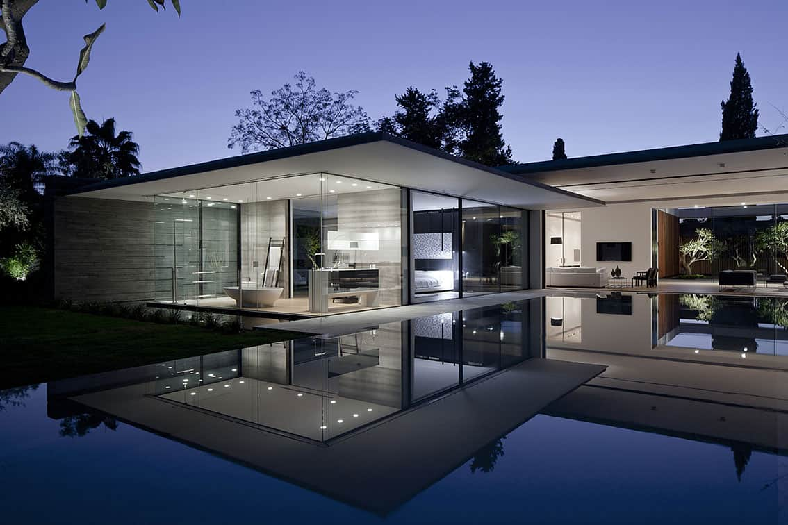 Tranquil Glass Walled House With Innovative Furnishings