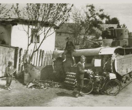 Alman Askerleri'nin İşgal Ettikleri Yerlerde Çektikleri Resimler (45 Fotograf)