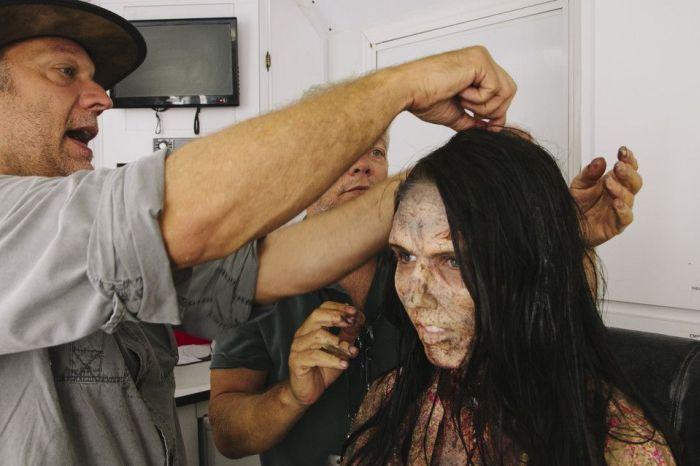 The Walking Dead Filminde Makyaj Hilesi(10 Fotograf)
