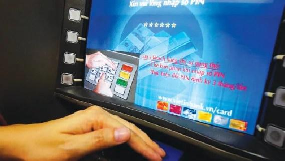 Tội phạm thẻ ngân hàng lại tung các chiêu nhử mới - Ảnh 1.
