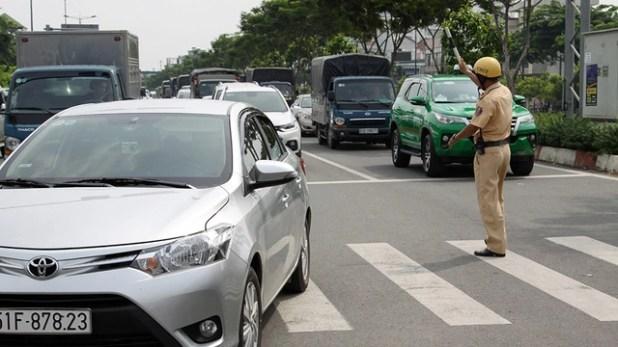 Xe cộ lại kẹt cứng ở vòng xoay Nguyễn Kiệm - Nguyễn Thái Sơn - Ảnh 5.