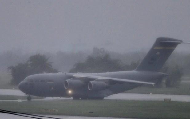 Máy bay vận tải khổng lồ của Mỹ tiếp tục đáp xuống Đà Nẵng - Ảnh 2.