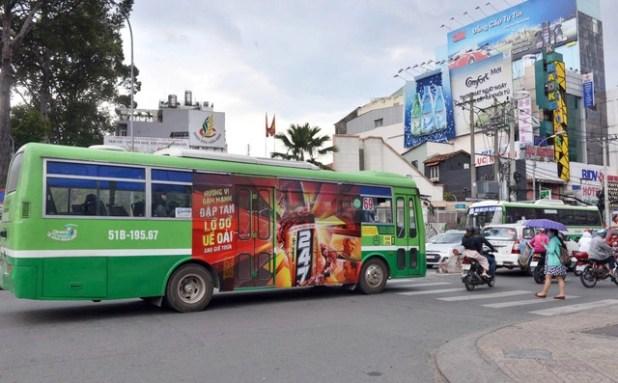Đấu giá quảng cáo xe buýt được hơn 160 tỉ đồng - Ảnh 1.