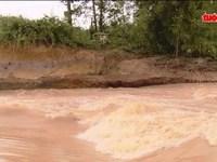 Nhiều địa bàn bị chia cắt do mưa lụt
