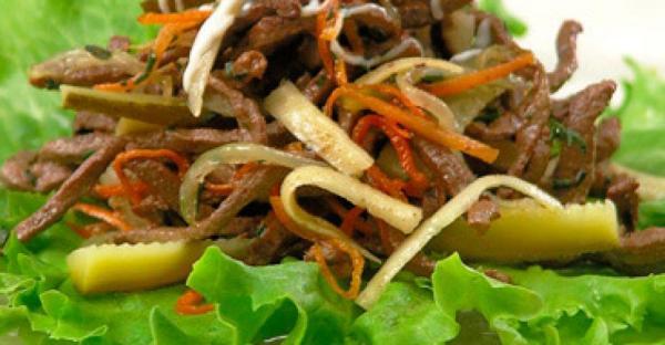 Салат с печенью и солеными огурцами – Классический рецепт ...