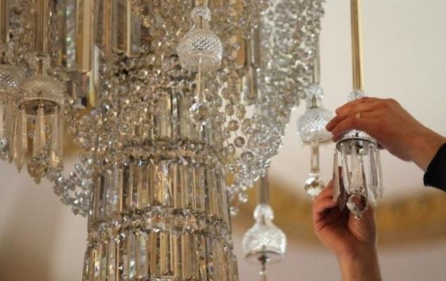 Sono queste le tre principali caratteristiche che contraddistinguono i lampadari in cristallo presenti sul nostro sito. Come Pulire I Lampadari Ultime Notizie Flash