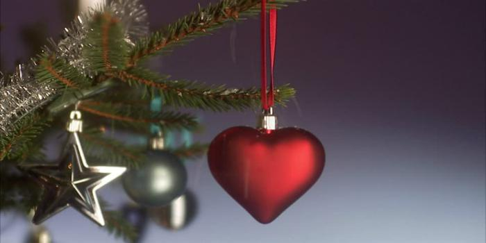 Abbiamo visto qualche frase d'auguri generica da dedicare alla persona amata. Frasi Piu Romantiche Per Fare Gli Auguri A Natale Come Sorprendere La Tua Dolce Meta Ultime Notizie Flash