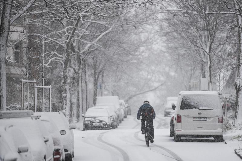 Snow in Zurich: such weather scares many cyclists off.